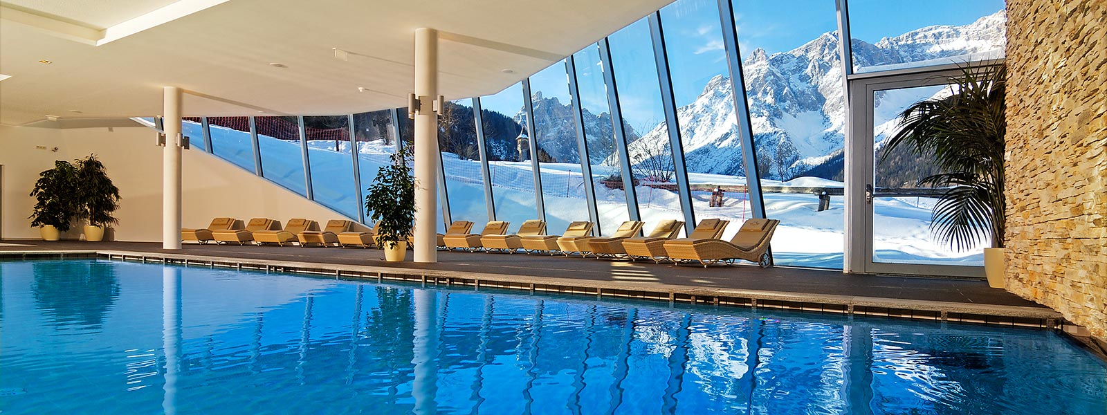 Panoramic pool with a perfect view on the Dolomites of Sesto